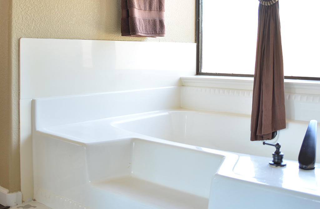 Bathtub Makeover DIY