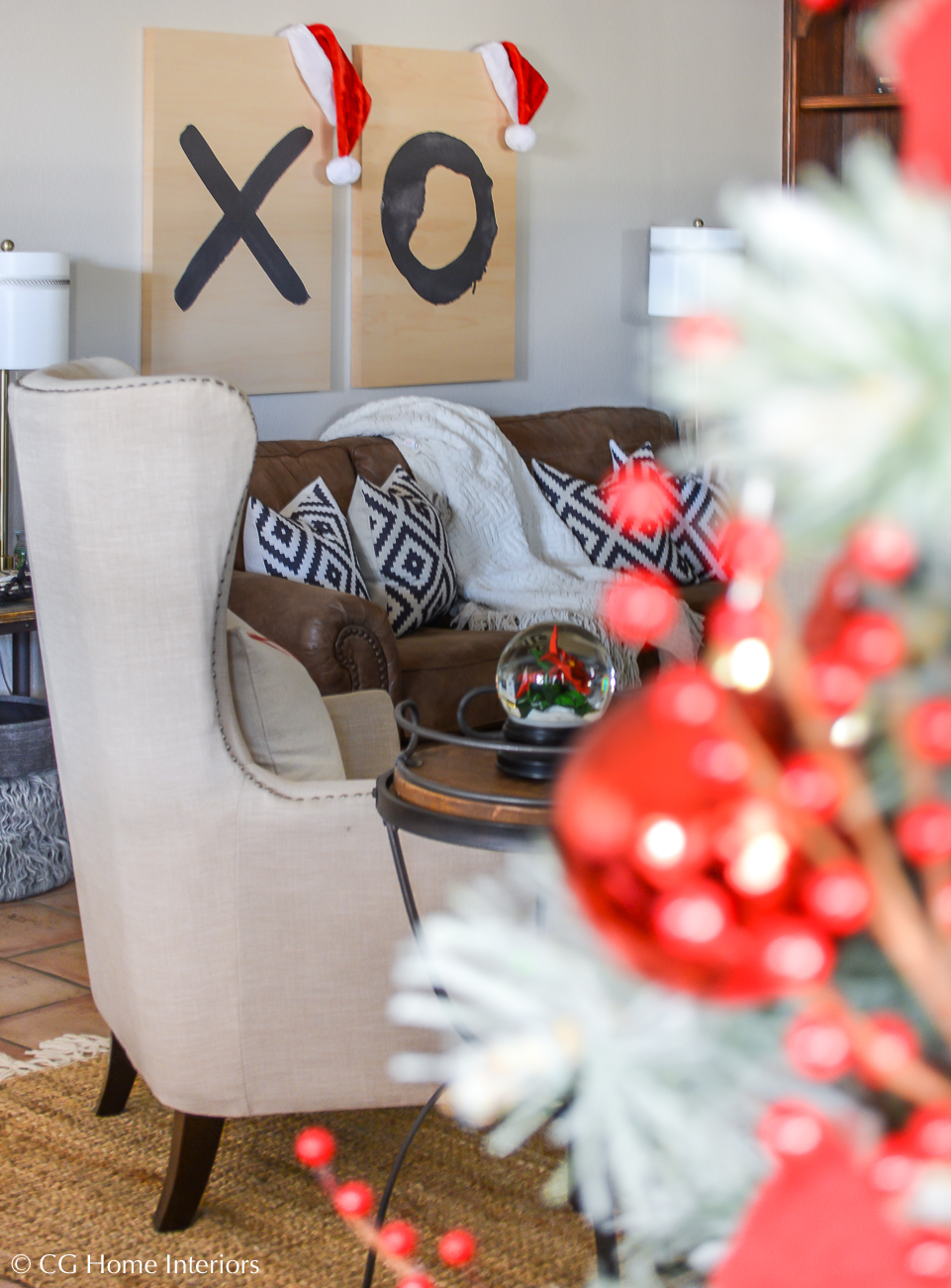 Simple Traditional Christmas Decorations with Red