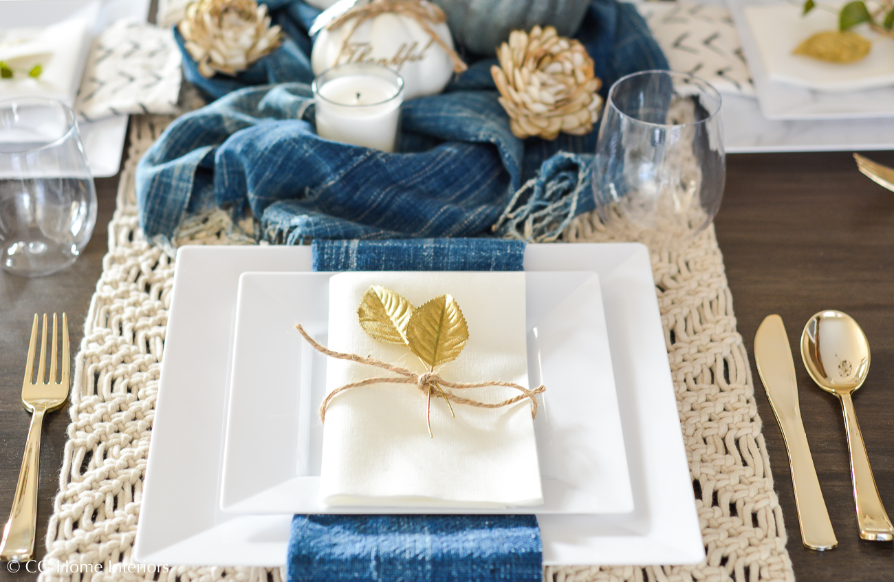 Disposable Holiday Table Setting